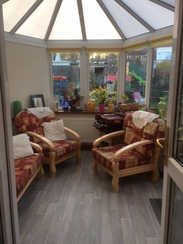 Self catering two bed home near M4 & amenities - Ynysforgan - Einliegerwohnung