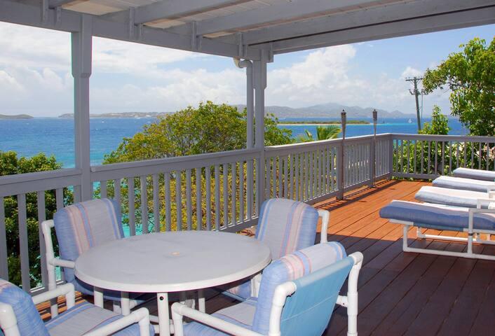 3 Minute Walk To Cruz Bay, 2 BDR w/ stunning view! - Cruz Bay - Apartment