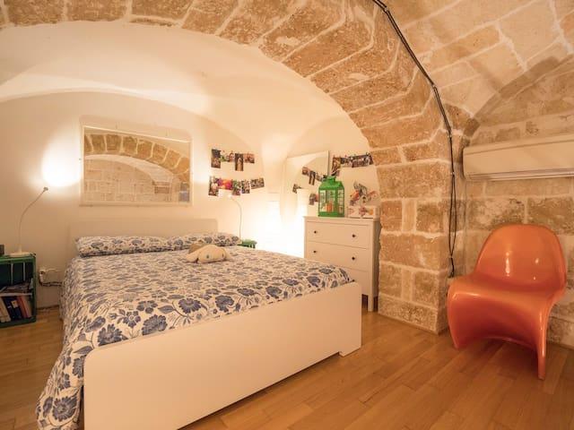 Bedroom / Stone arch