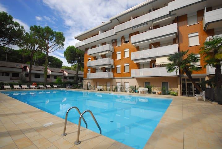 Residence Schubert C - with swimming pool - Lignano Sabbiadoro - Apartamento