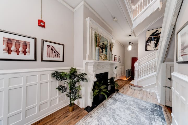 Rittenhouse Retreat w/ Garden Patio - Historic Building
