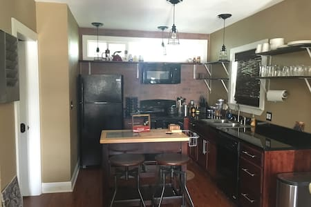 Cute Industrial Mother-in-Law Suite - Metairie  - House