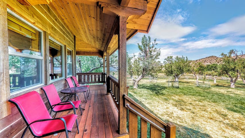 Pack Creek ~ Orchard House, Complete With A Sauna, Pool, Shuffleboard & La Sal Mountain Views. New Higher Speed Wifi! - Pack Creek ~ Orchard House
