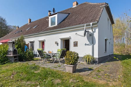 Elegant apartment with garden in Gingst
