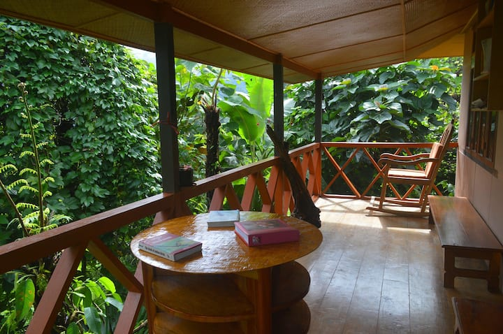Malinggo Homestay- balcony Cottage
