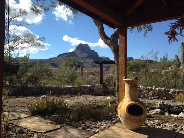 Peace and Rest 3400sf or acreage view, Desert Gem!