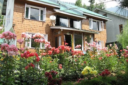 Mantoo Cottages, Pahalgam  Home away from Home