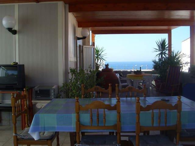 SPECCHIOLLA: casa al mare con terrazza coperta - Specchiolla - House