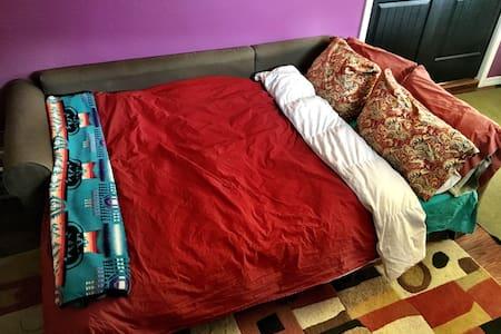 Eggplant reading room in cozy house - Flagstaff - Casa