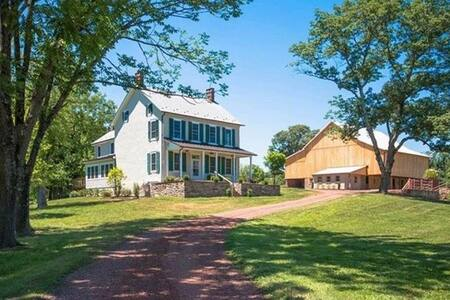 Rustic Meets Modern Farmhouse in Bucks County