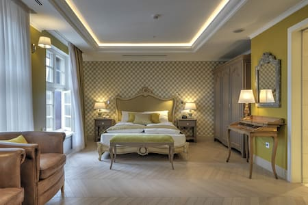 Suite - Bonaparte