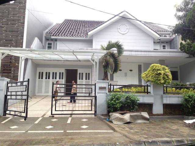 Yasmin River Guest House