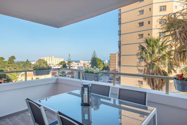 Preciosa terraza, piscina, andando Puerto Marina