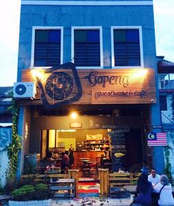 Twin bedroom at a theme guesthouse in Gopeng (2) - Gopeng - Bed & Breakfast