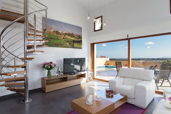 Sa Riba.Spectacular modern house with pool in Muro