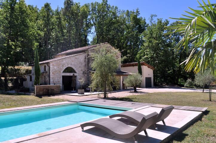 Mas en pierre avec piscine privée sans vis-a-vis - Barjac - Casa