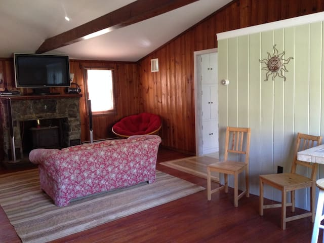 Bunkhouse with historic past - North Stonington - Casa