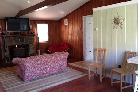 Bunkhouse with historic past - North Stonington