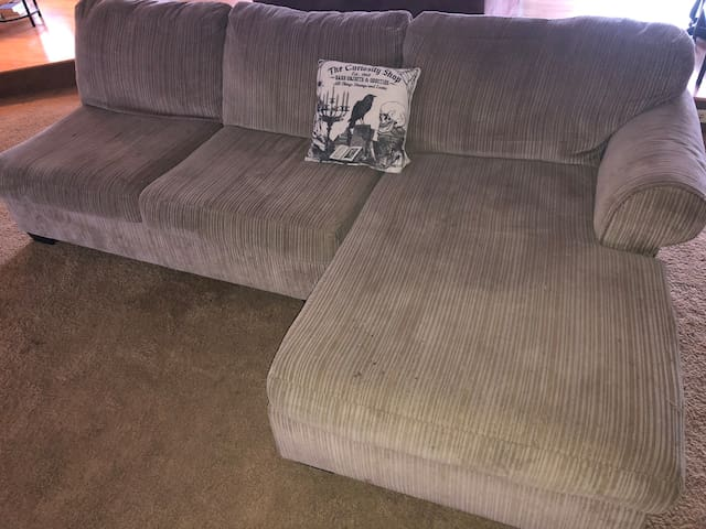 Couch space in Central Point