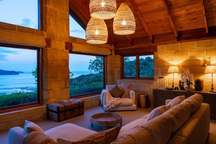 Kaiteriteri, Marahau, Split Apple-Kowhai Cottage