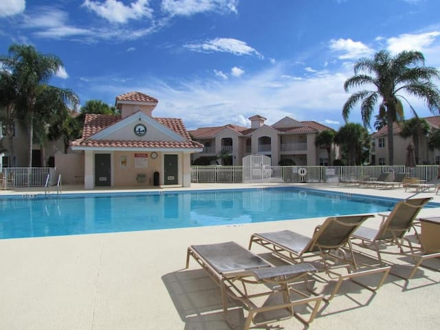 Great LOCATION 1 Bdrm & Heated pool