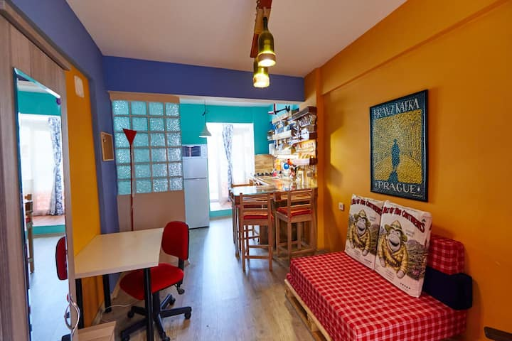 Cozy tiny studio in historical center near sea