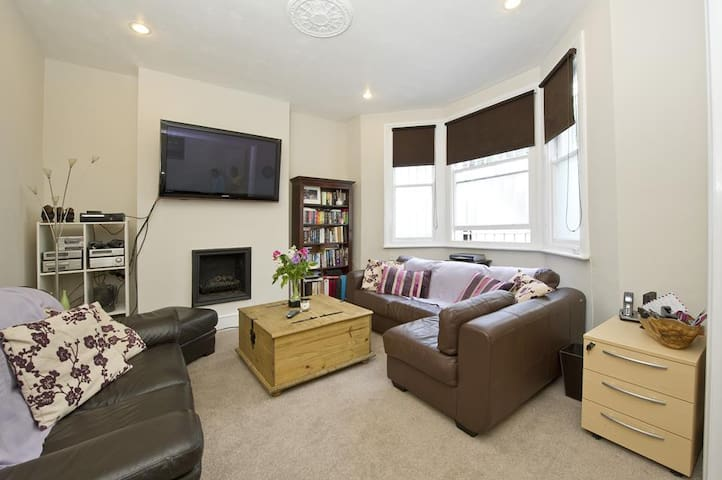 Beautiful 2 Bedroom Flat in Kensington