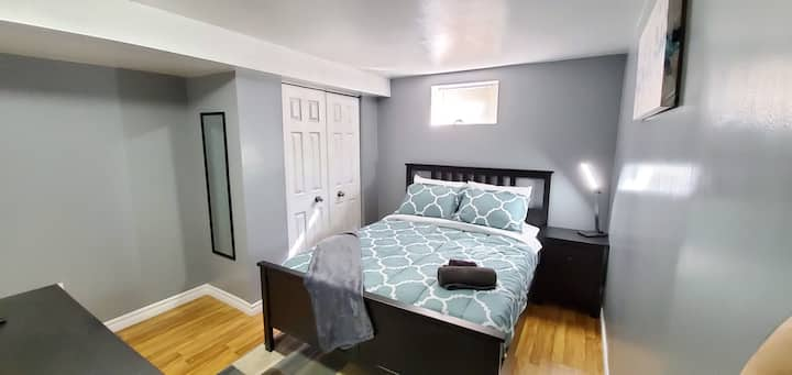 ☆Charming☆ Gorgeous Bedroom☆ Great Price!☆ Room B☆