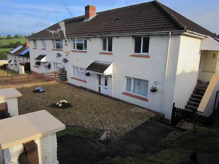 3 BED S/ CONTAINED FLAT, BLACKMILL BRIDGEND