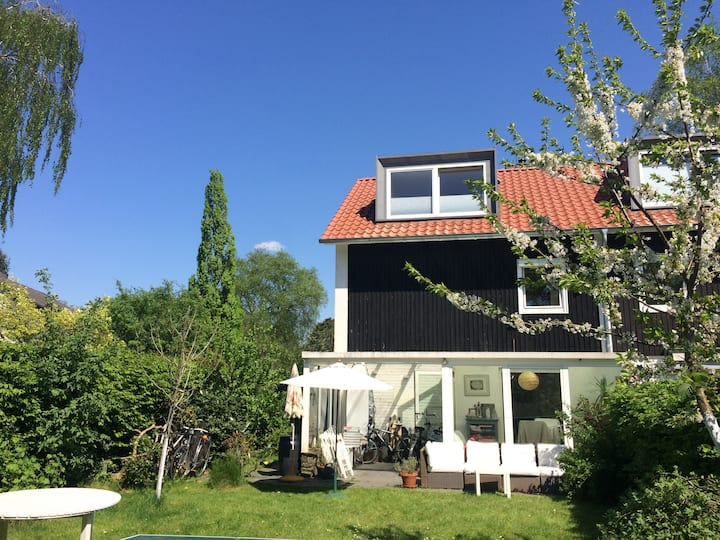 12 m2 bedroom in West of Hamburg