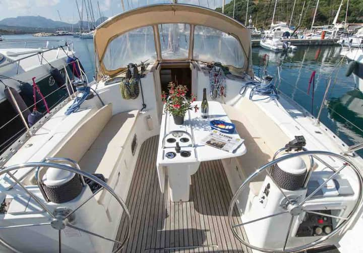 MartAle Sailing Boat