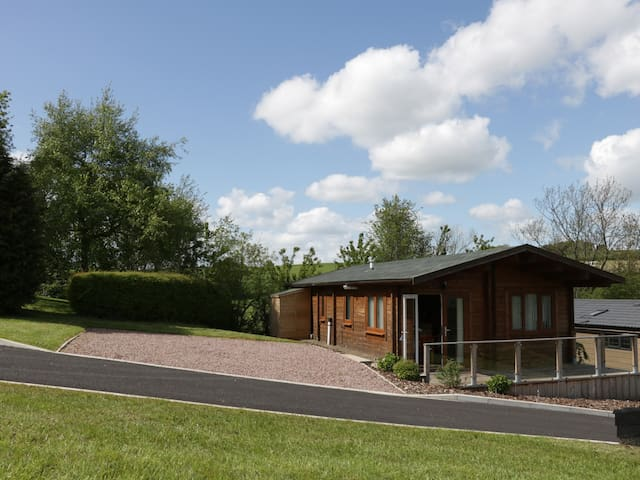 HILL VIEW LODGE 3, pet friendly in Stottesdon, Ref 980652
