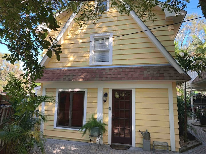 Carney Carriage House- Historic Downtown Ft. Myers