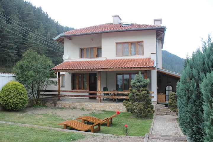 Beli Iskar Home with a View