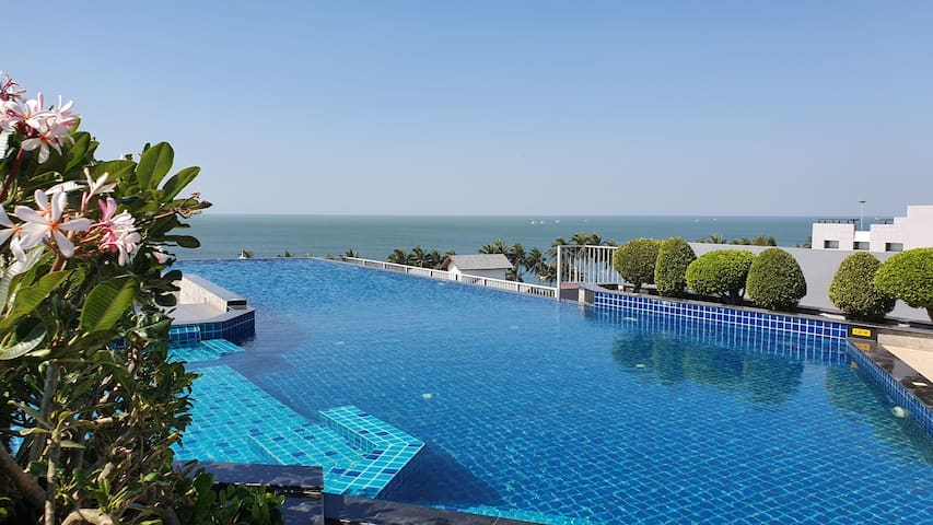 Beautiful Rooftop Pool, high floor room @ BANGSAEN