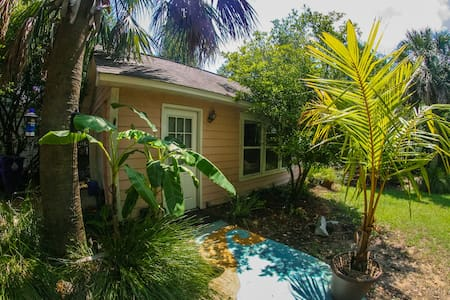 Private Guest Cottage at the Beach! - Mount Pleasant - Gästehaus