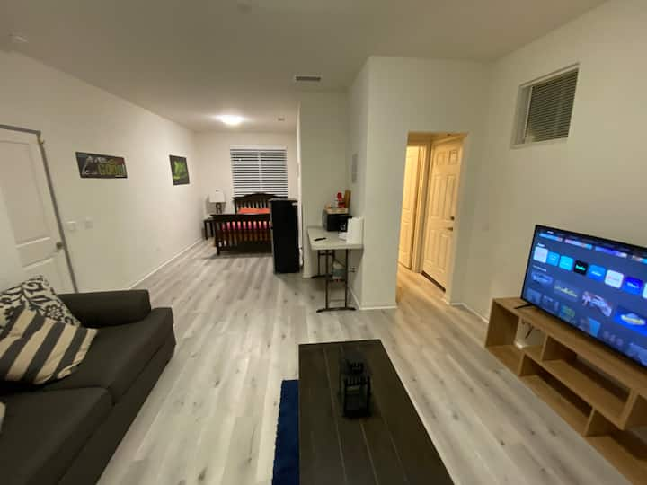 Private Studio apartment near Diamond stadium