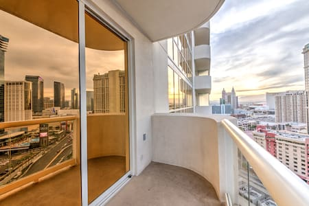C17T3 MGM Signature Suite Strip View w/ Balcony