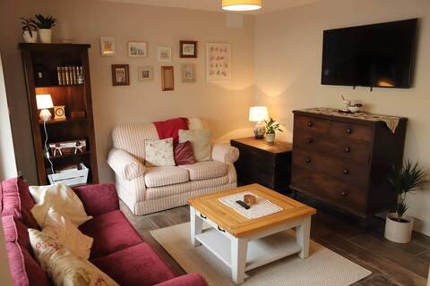 Cosy Castlebellingham Apartment