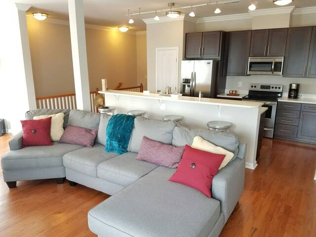 New Condo: Spacious, Urban Retreat - 1 BR/2.5 BA - Washington
