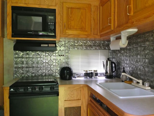 Tiny Home Glamping Quot Bird Nest Quot Campers Rvs For Rent In