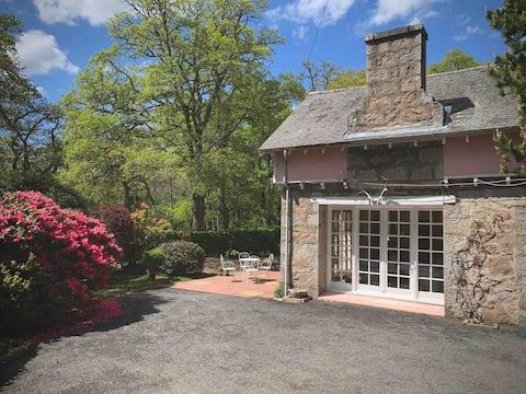 Unique & Spacious 2 bedroom cottage in Ballater.