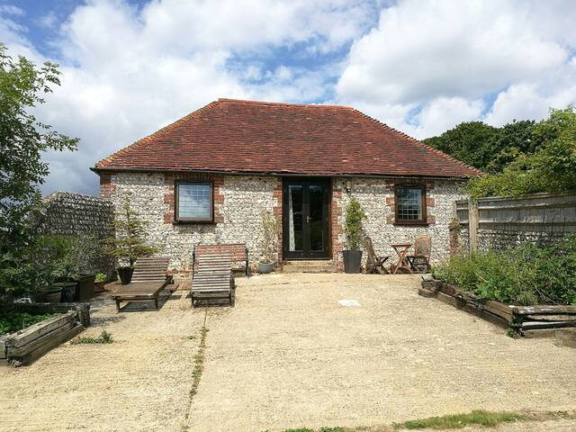 Detached flint barn & log burner near South Downs