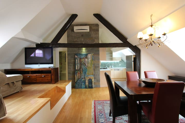 Artistic Apartment in Historical Old Town 2
