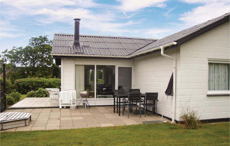 Holiday cottage with 2 bedrooms on 57 m² in Vinderup
