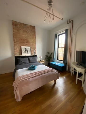 Brooklyn chic studio apartment!