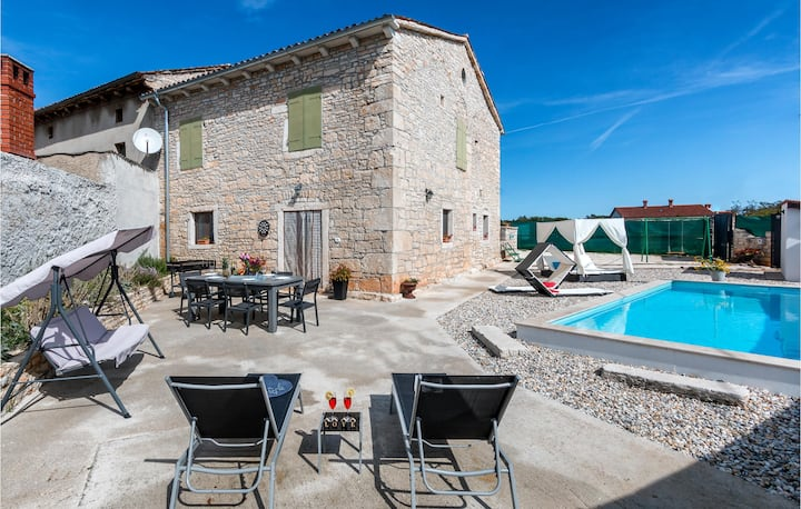 Beautiful home in Svetvincenat with WiFi and 2 Bedrooms