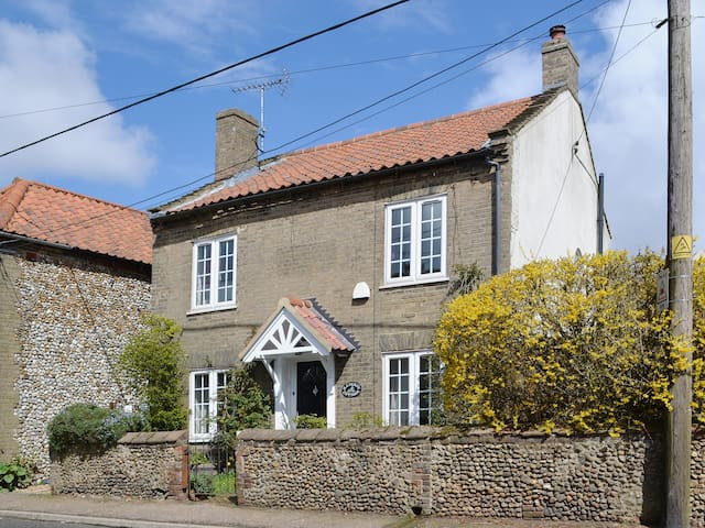 Half Penny Cottage (UKC313)
