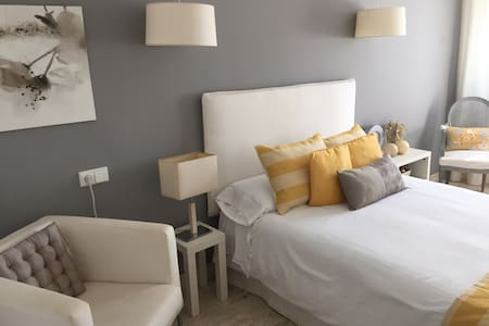 Habitación privada en chalet d lujo - Palma - Bed & Breakfast