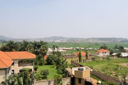 FLAT/ROOM IN MUYENGA KAMPALA - Kampala - Leilighet